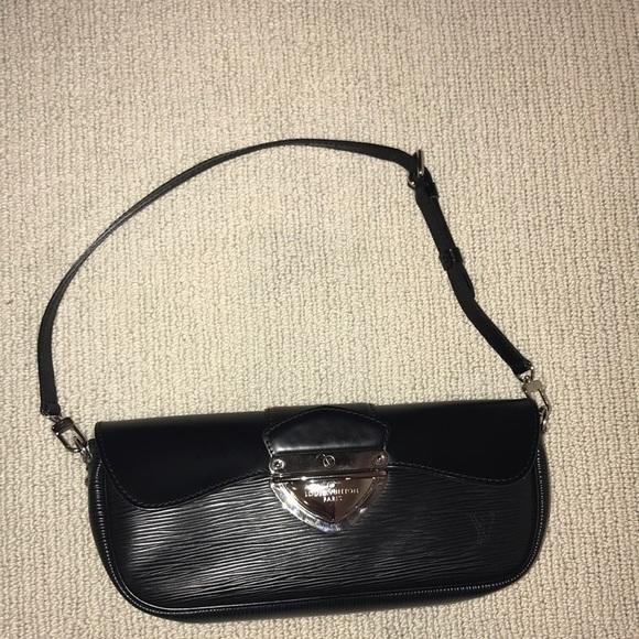 Louis Vuitton Black Epi Leather Montaigne Clutch